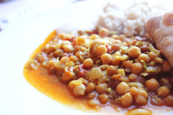 Spicy chickpea and lentil curry