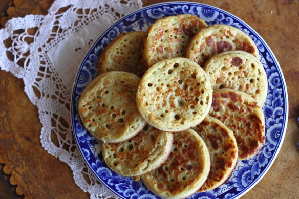 Easy Homemade Crumpets